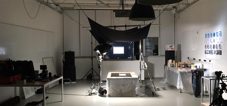 Blick ins Studio mit Lichtaufbau