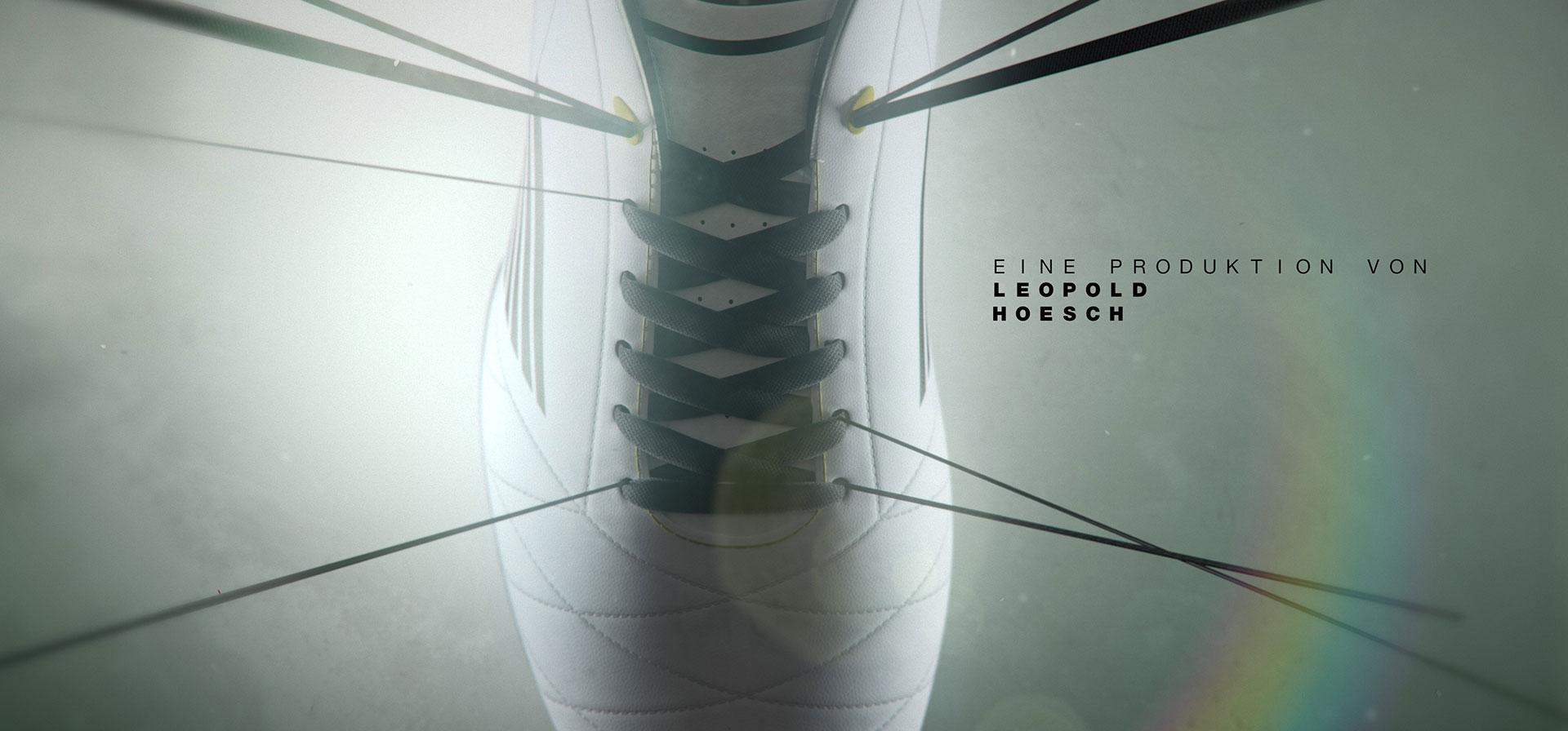 Titel Design Toni Kross - Schuh Closeup