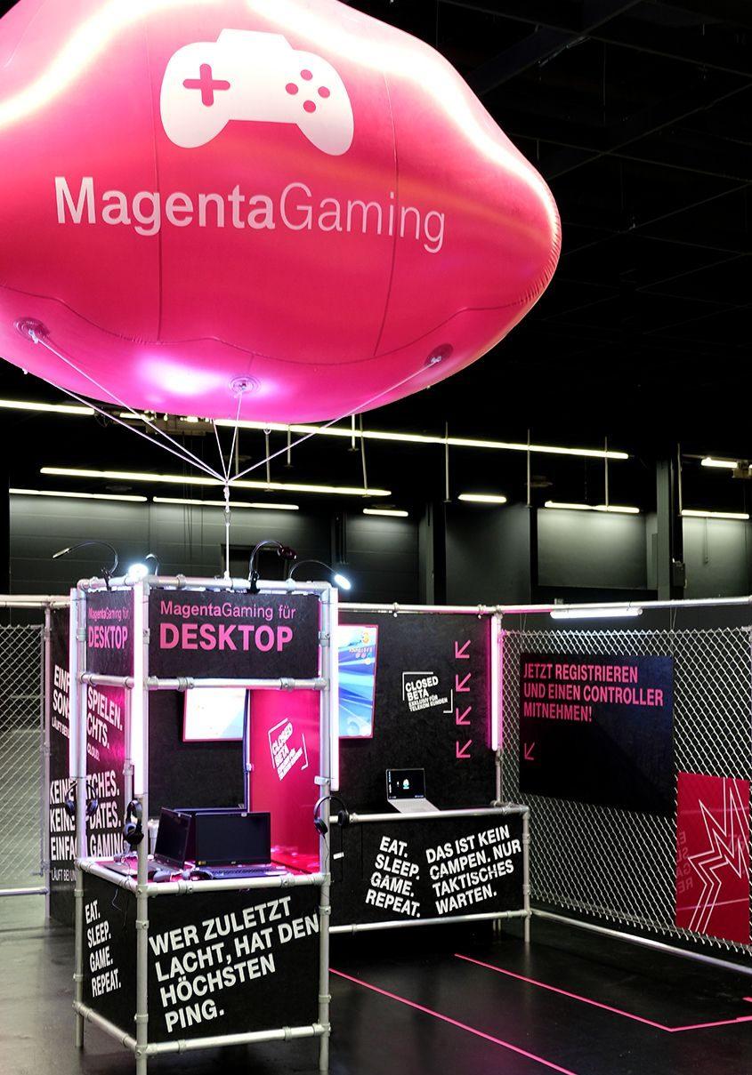 Blick auf den Gamescom Messestand mit MagentaCloud