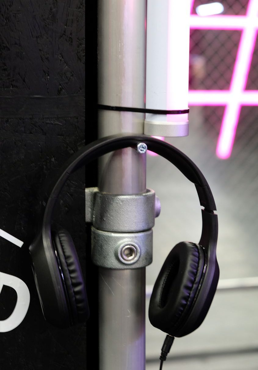 Kopfhörer im Detail auf dem Gamescom Messestand