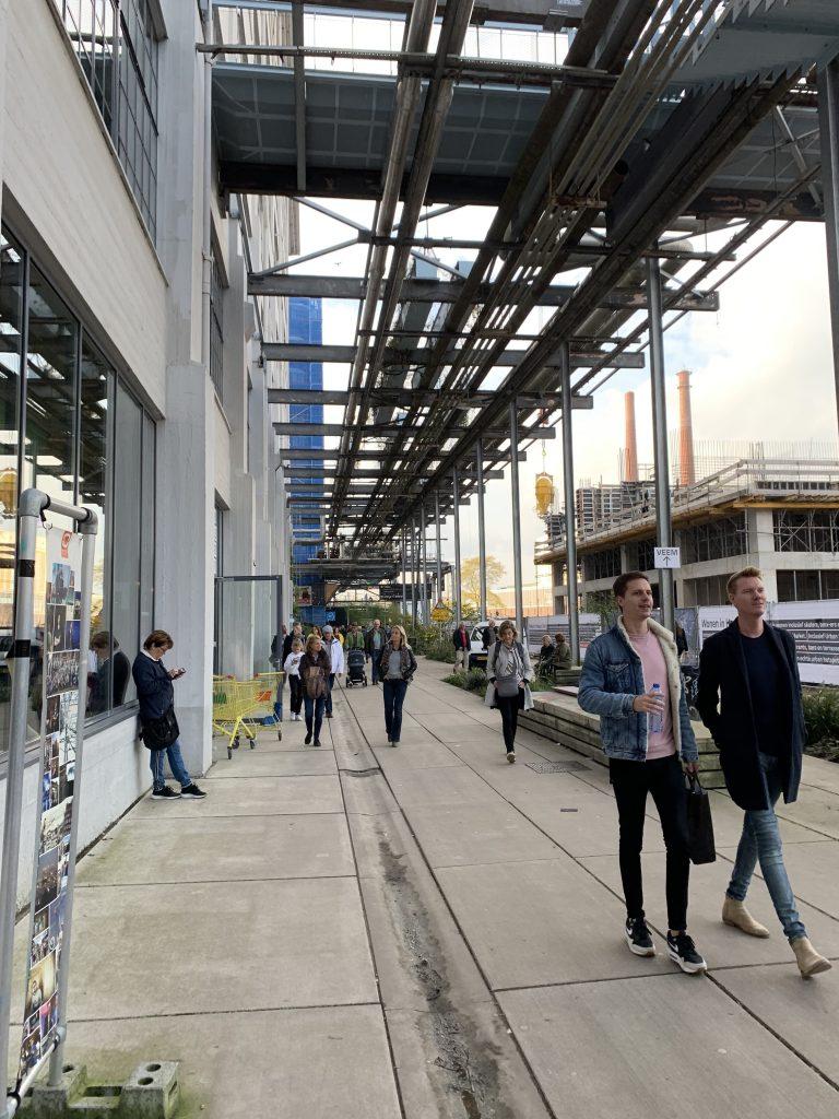Dutch Design Week: Große Installation aus Metall-Rohren