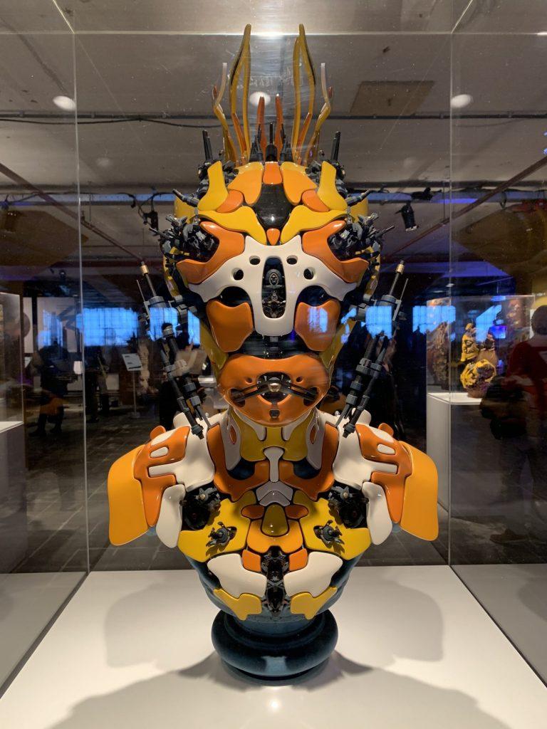Dutch Design Week: Futuristisches Büsten-Exponat eines menschenähnlichen Aliens