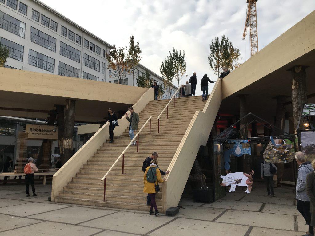 Dutch Design Week: Diese große, hölzerne Treppe konnten die Besucher begehen