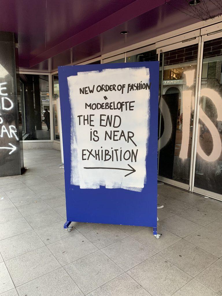 Dutch Design Week: Wegweiser-Schild, um sich besser durch die vielen Ausstellungs-Locations navigieren zu können
