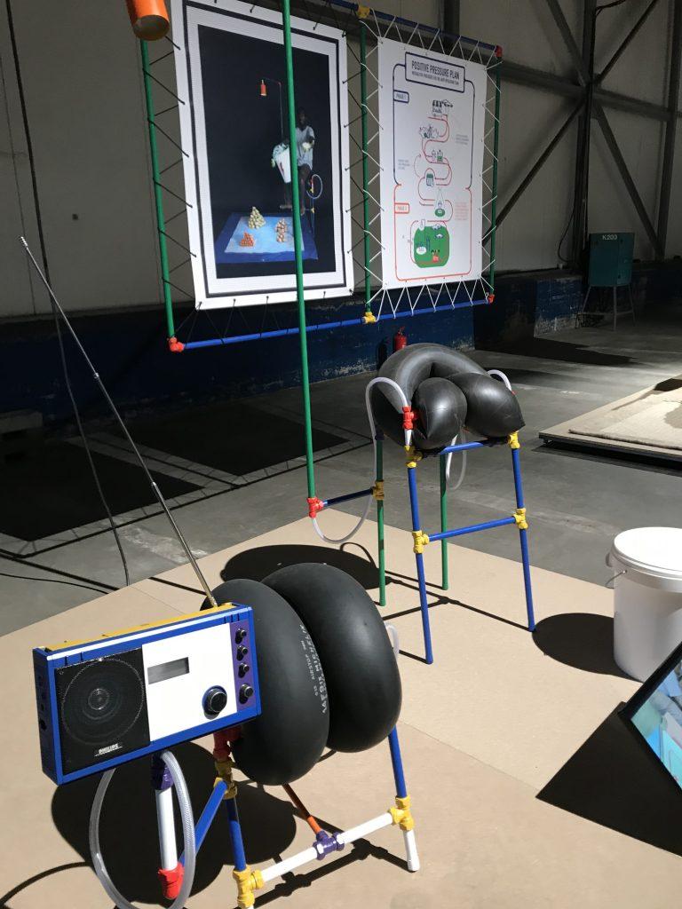 Diese Exponate sehen auf den ersten Blick wie überdimensionale Kopfhörer aus
