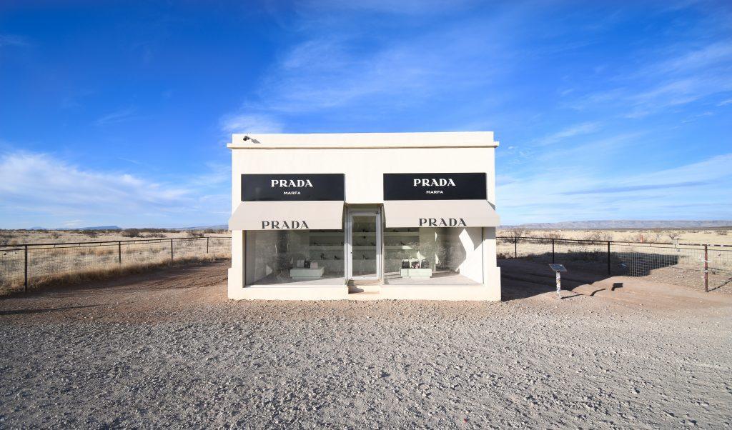 Prada Boutique als Kunstwerk, mitten in der Wüste